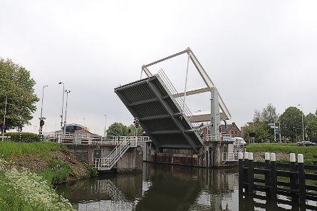 Foto Korte brug, over Grote Merwedesluis