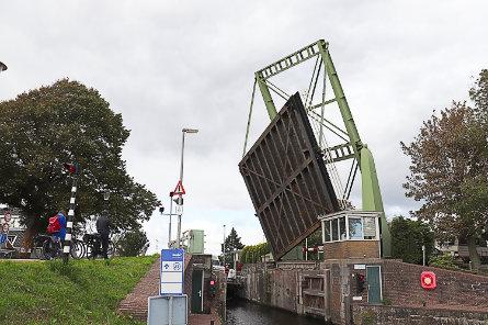 Foto Schermersluis, brug over bovenhoofd